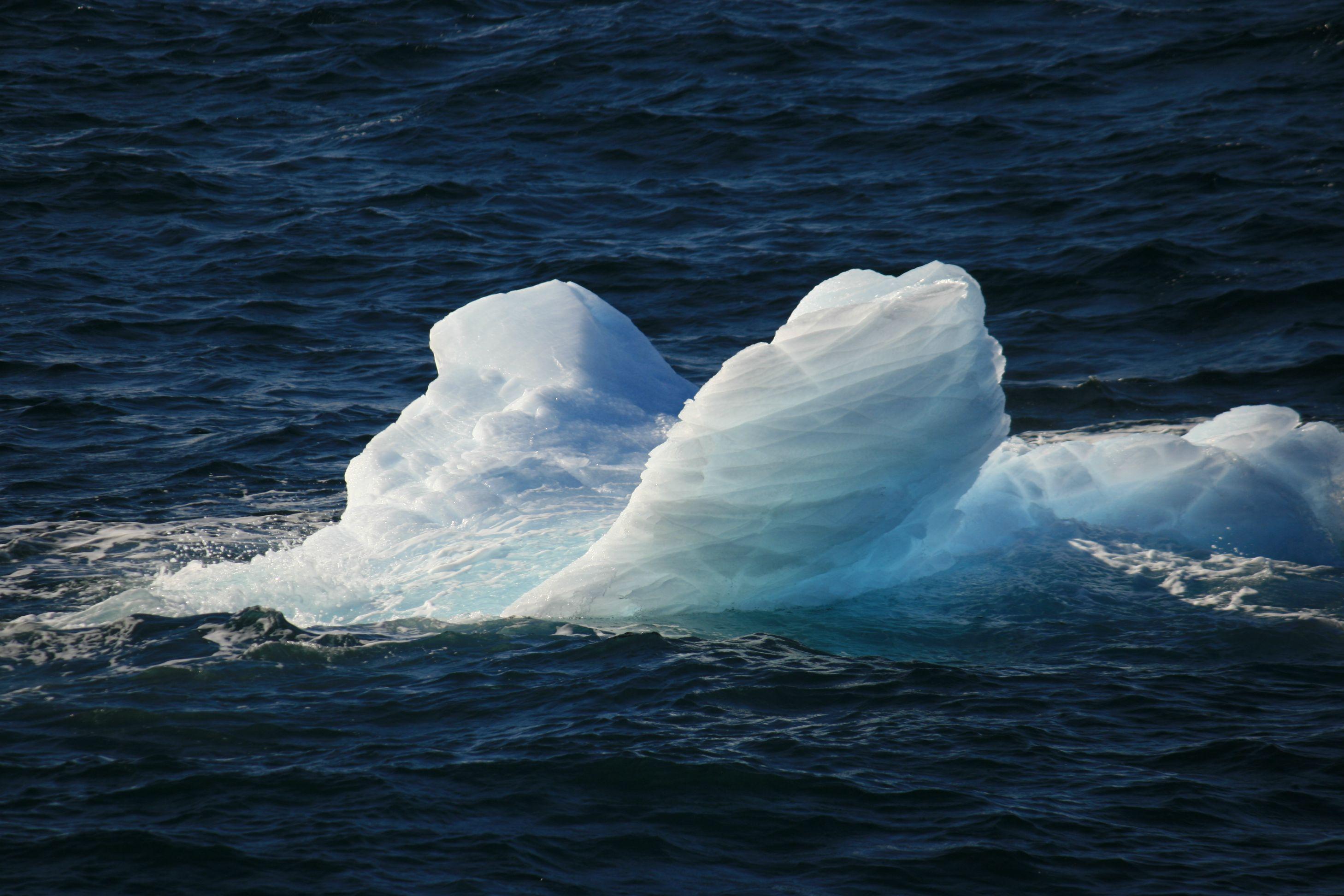 01/06/2064 : Arctique : Le sauvetage du «  Béluga » relance un conflit entre le Canada et les USA