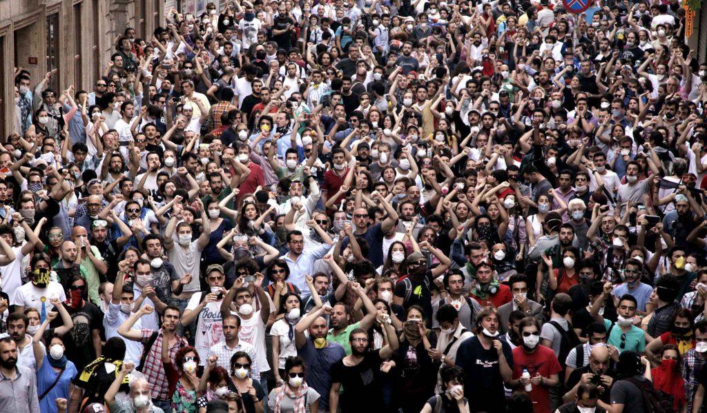 Manifestants pour autrui 20/04/2067